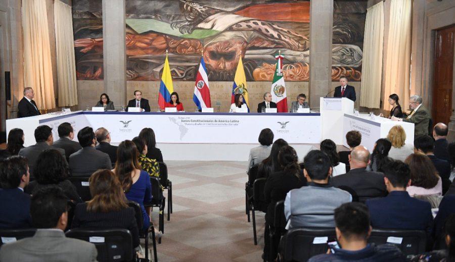"""Diálogos entre jueces constitucionales de América Latina """"Avances y desafíos del constitucionalismo transformador"""" 2"""