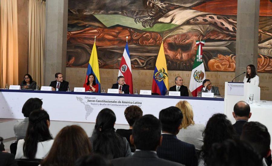 """Diálogos entre jueces constitucionales de América Latina """"Avances y desafíos del constitucionalismo transformador"""" 3"""