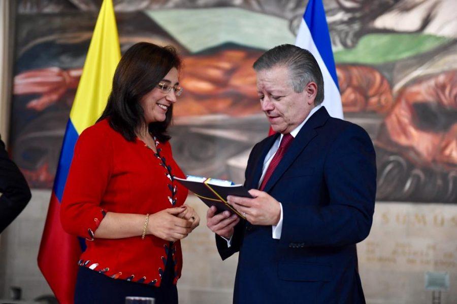 """Diálogos entre jueces constitucionales de América Latina """"Avances y desafíos del constitucionalismo transformador"""" 4a"""