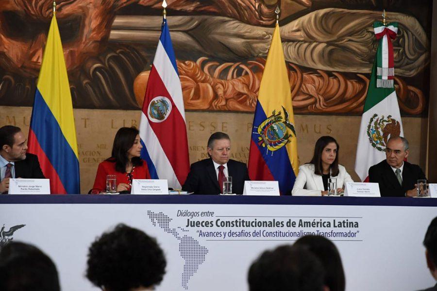 """Diálogos entre jueces constitucionales de América Latina """"Avances y desafíos del constitucionalismo transformador"""" 6"""