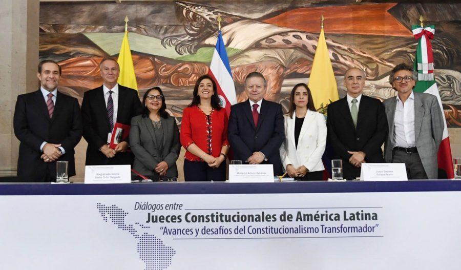 """Diálogos entre jueces constitucionales de América Latina """"Avances y desafíos del constitucionalismo transformador"""" 7"""