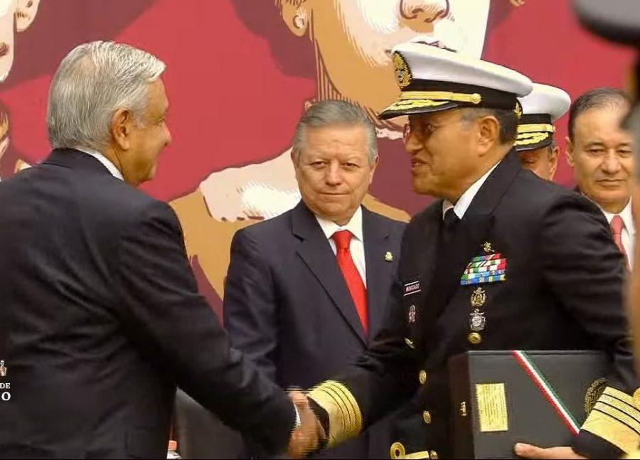 Entrega de ascensos y condecoraciones a integrantes de las fuerzas armadas, 109 aniversario de la Revolución Mexicana - 4