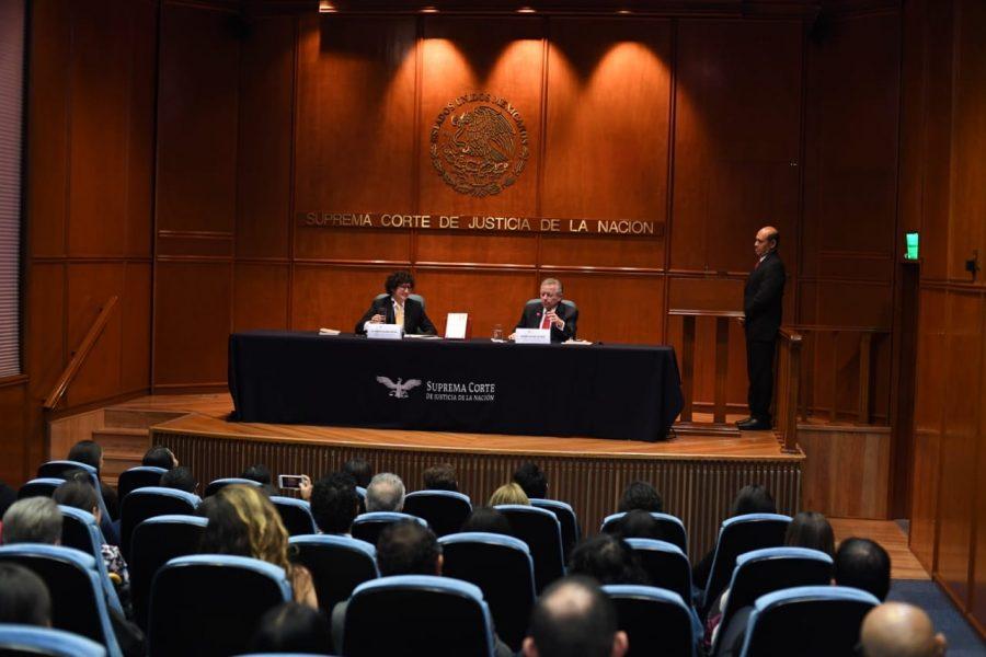 """Presentación de libro """"La justicia constitucional de la democracia deliberativa"""" Roberto Niembro - 3"""